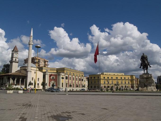image Albanie tirana place skanderbeg