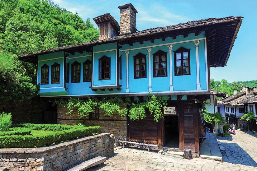 Circuit en bulgarie la bulgarie balkan et mer noire 10 for Maison traditionnelle laos