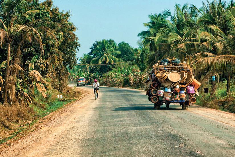 image Cambodge Battambang rue voiture  fo