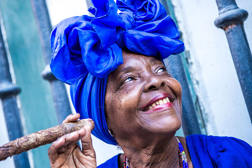 image Cuba Havana femme fumer cigare  fo