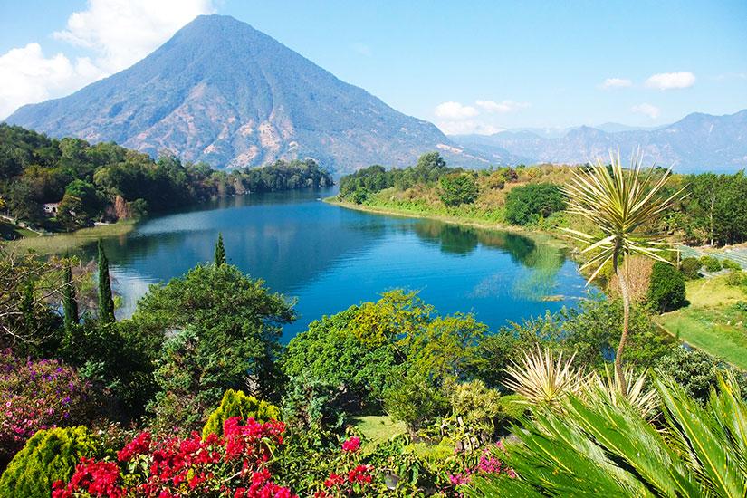 image Guatemala Lac Atitlan panorama  fo