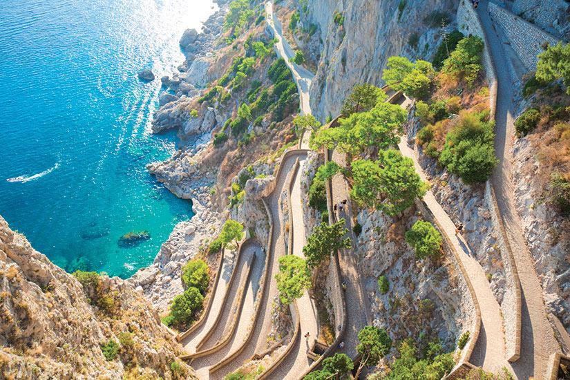 image Italie Capri Cliff avec un chemin menant a la mer  it