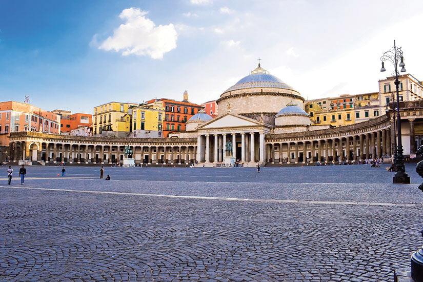 image Italie naples place Plebiscito  fo