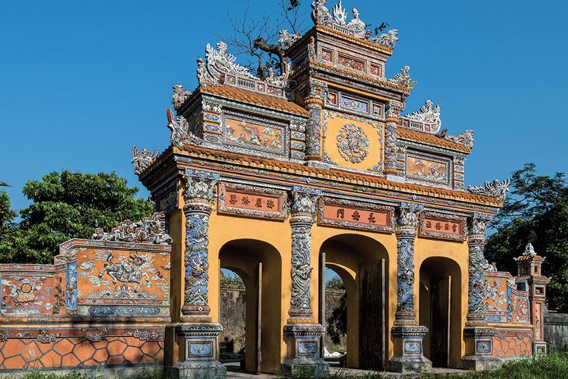 image Vietnam porte dans le vieille ville imperiale de Hue  fo