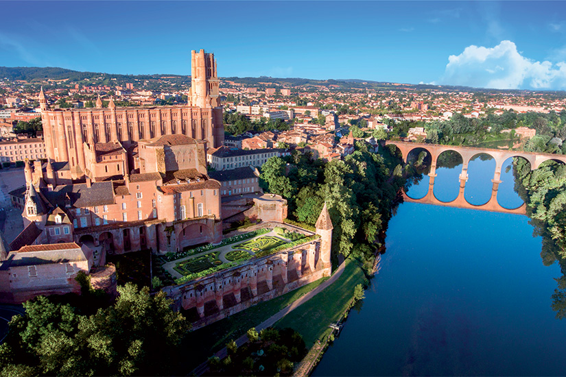 (image) image Albi et sa cathedrale surplombant le Tarn 69 as_177422174